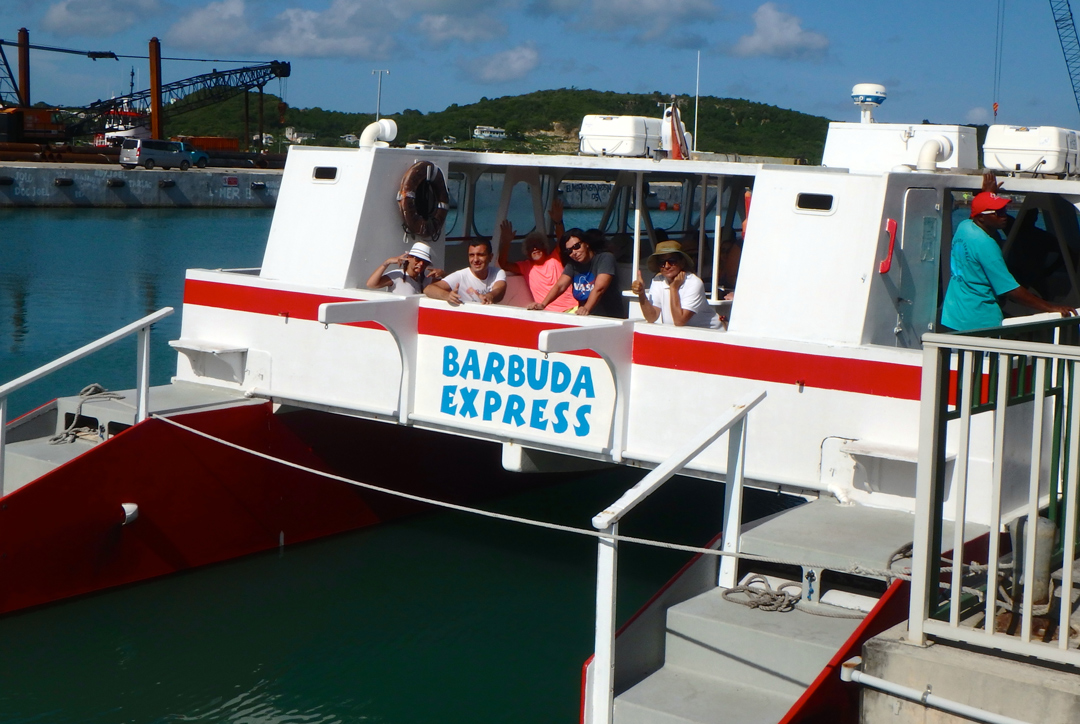 Barbuda Express catamarano
